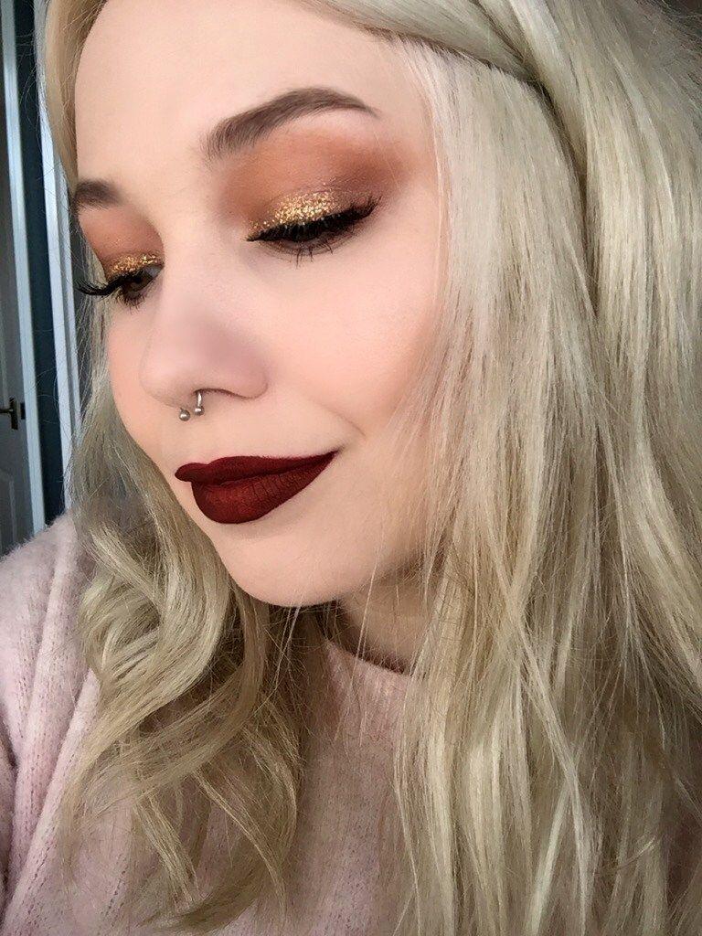 Gold glitter makeup look beauty red lipstick Gold