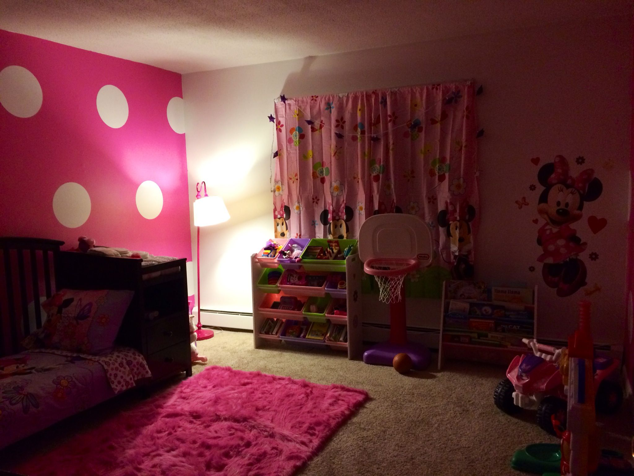 my daughter 39 s minnie mouse inspired room toddler room. Black Bedroom Furniture Sets. Home Design Ideas