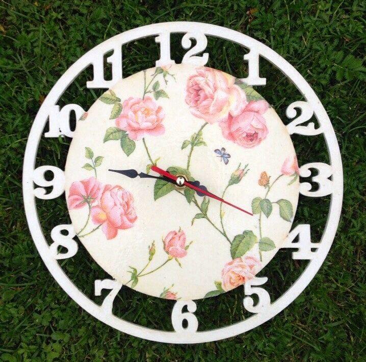 Часы с мелкой розой
