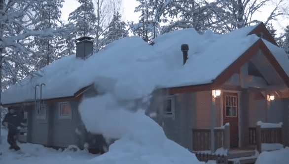 Using Single Piece Of Rope Man Shows Ridiculously Easy Way To Remove Heavy Snow From Roof With Images Snow Roof Snow Removal