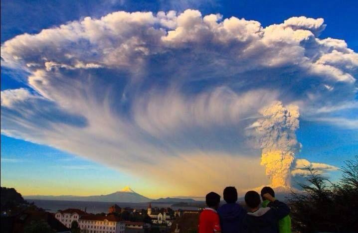 Nuvem de poeira do Vulcão Cabulco. Espetáculo lindo apesar das circunstâncias.