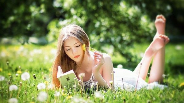 Beautiful Girl Reading Book Wallpaper