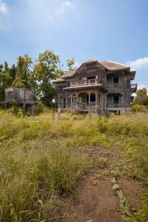 elhagyott régi házban nap photo