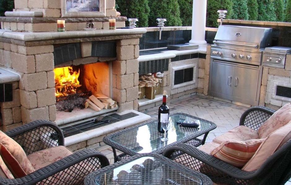 Rcs Outdoor Kitchen With Rustic Looking Firebrick Structure And Beautiful Fire Pit Outdoor Kitchen Outdoor Kitchen Design Outdoor Kitchen Plans
