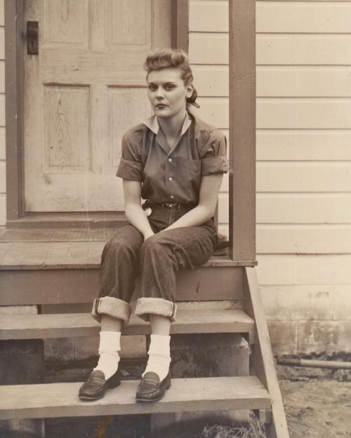 www.rivet-head.com - Vintage denim, workwear, boots, clothing, furniture, music, etc. of the 1920's - 1950's.
