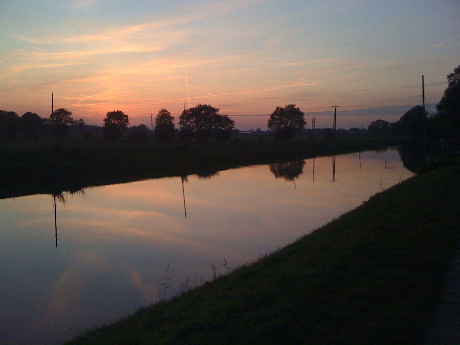 Quakenbrück: Sonnenuntergang über der Hase