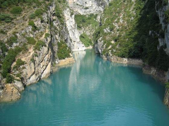 Lac de Sainte-Croix. Gorges du Verdon Var... cette couleur particulière, laiteuse, douce, cette eau si fraîche lors des étés de canicule...