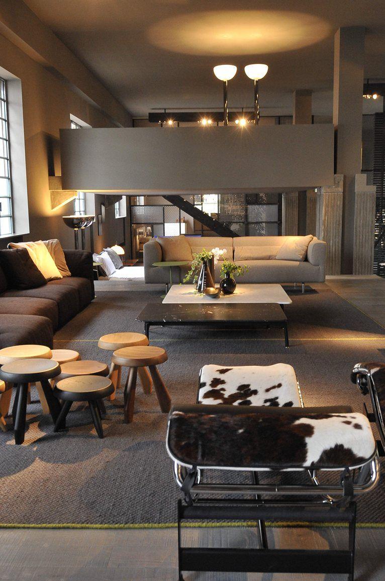 Showroom cassina meda home decor furniture showroom for Outlet cassina meda