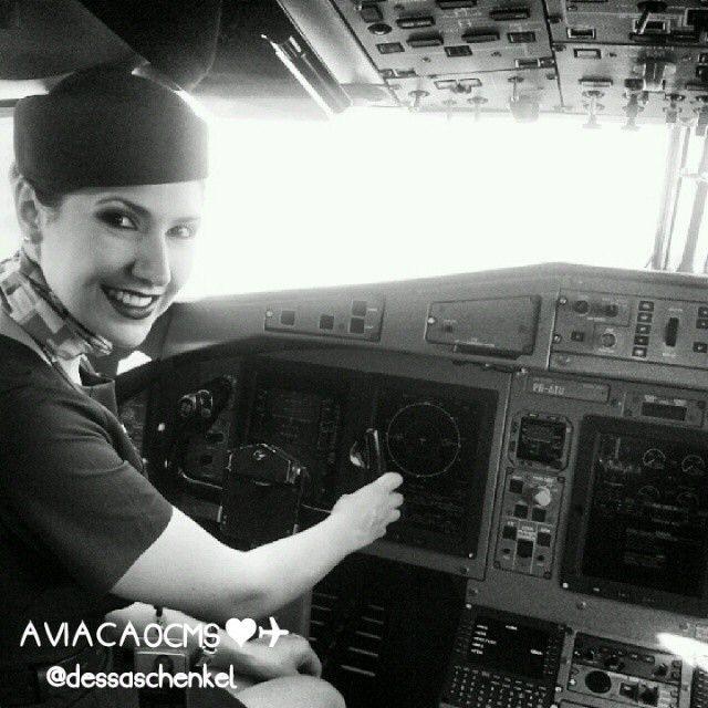 Azul Airlines Stewardess, Que charme! Lindíssima comissária Andressa, super maravilhosa. Bons vôos ❤✈ #crewlife #future #flightattendant  #aeromoças #aeromoça #comissáriadebordo #azulinhasaereas #stewardess #fly #revistatripulante #aero #tripulantes #aviacaocms #comissariasdevoo #azul #blueangel #voeazul