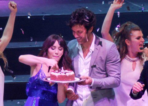 Mariano Martínez festejó su cumpleaños en el show de Esperanza Mía a los besos con Lali Espósito | Esperanza Mía, Mariano Martínez, Lali Espósito - Teleshow