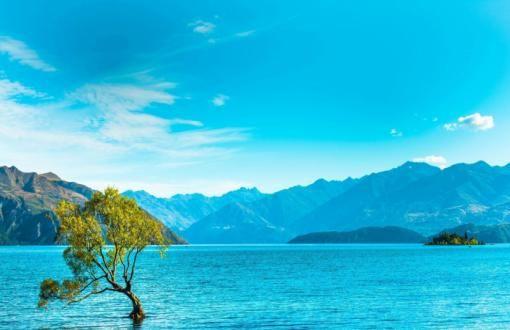 HD Superb blue lake Wallpaper