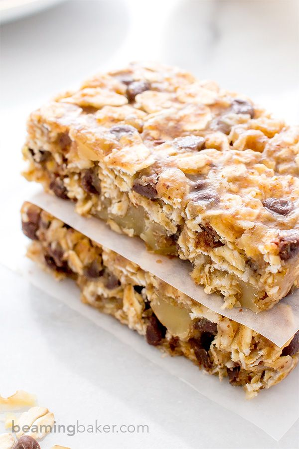 No Bake Chewy Chocolate Chip Granola Bars (V+GF): an easy to make, protein-rich, on-the-go snack that's full of simple ingredients. Vegan, Gluten Free.