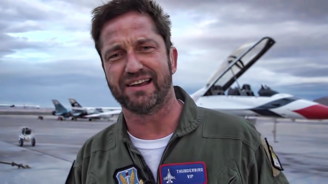 Picture Of Gerard Butler In Airport