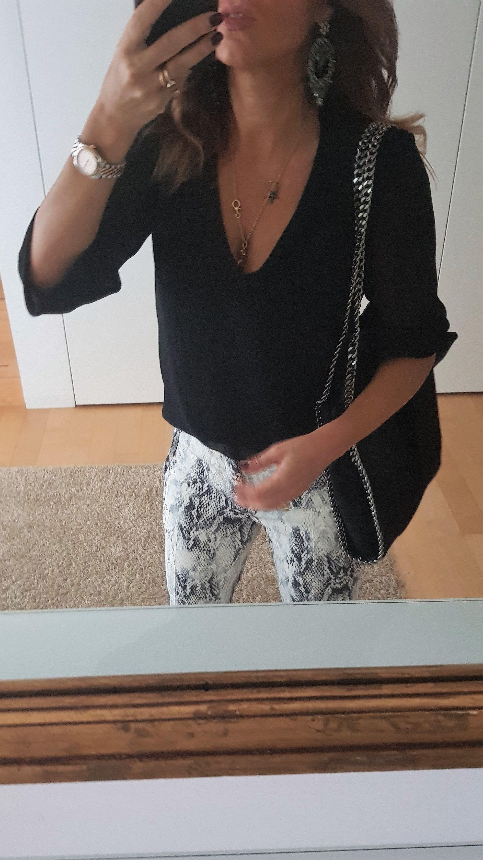 Cerca questo Pin e molto altro su Abbigliamento di Isabella Soldà. Black  and snake print style - look nero e pitonato  outfit completo e tante altre 110e3ffe0d2
