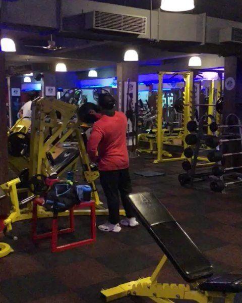 late ni8 पेटी pack workout 😜😜😅 with @rohit_mane3 @rusha_beast_98 @sagarpawar #chest...