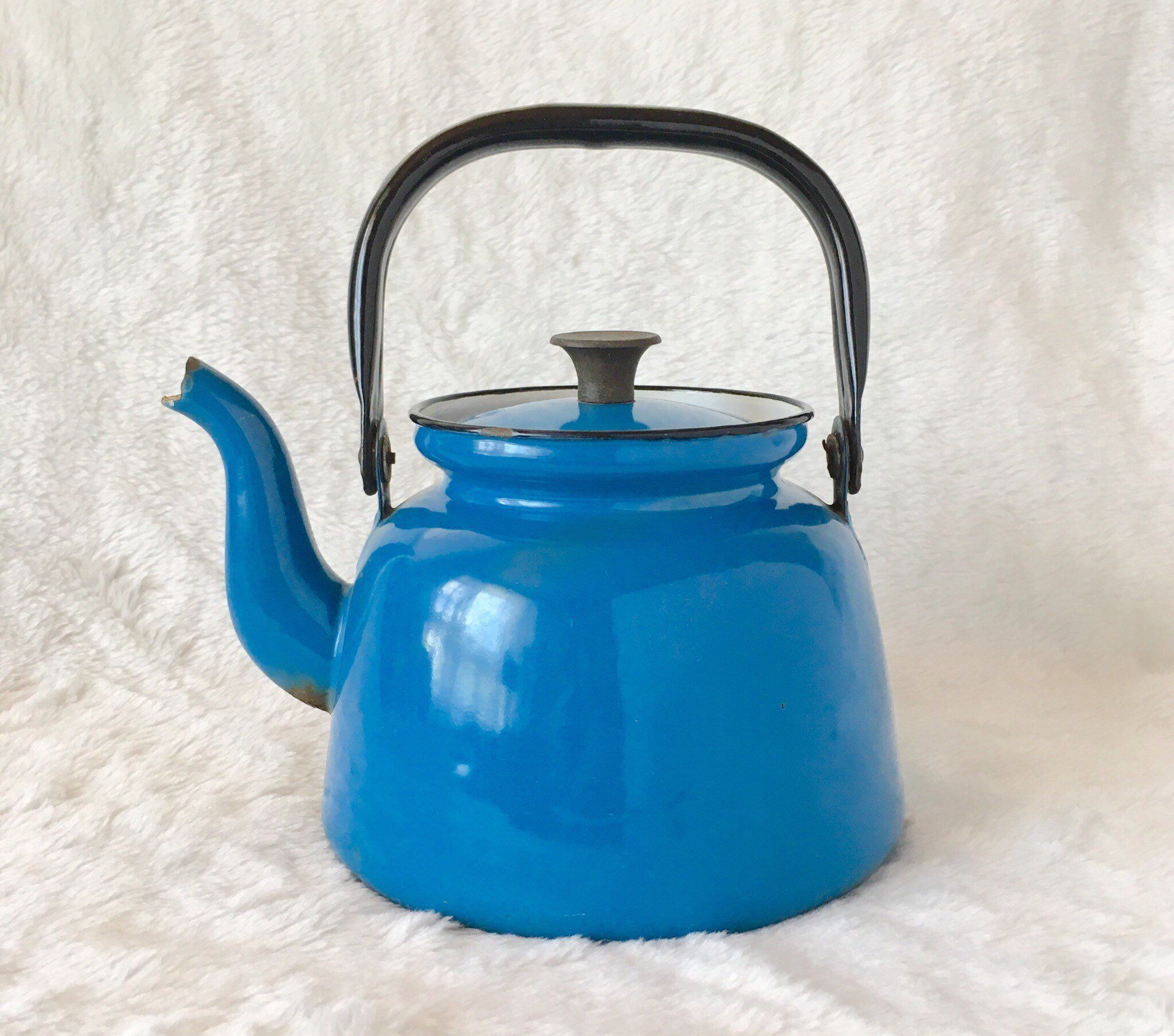 Vintage Blue Enamel Tea Kettle Teapot With Black Metal Handle Plain Rusty Rust Garden Farmhouse Decor Etsy Tea Pots Enamel Teapot Tea Kettle