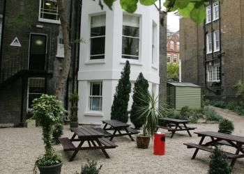 YHA London Earls Court - A great backpackers hostel, the modern facilities in this lovely Victorian building make a convenient base for a cheap city break. Whether you're in London to explore the attractions or just attending a gig at the nearby Olympia or Earls Court exhibition centres, the location is perfect. The area has a cosmopolitan feel and is close to Kensington Gardens, Hyde Park, the Natural History Museum and the Royal Albert Hall - great for a weekend break.