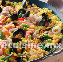 Paella platillo espa ol a base de arroz con cerdo pollo y for Azafran cuban cuisine