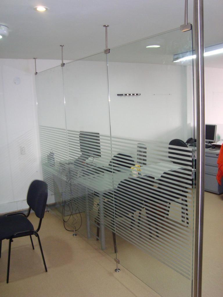 Divisiones para oficina y ba o en vidrio templado y acero for Divisiones oficinas modernas