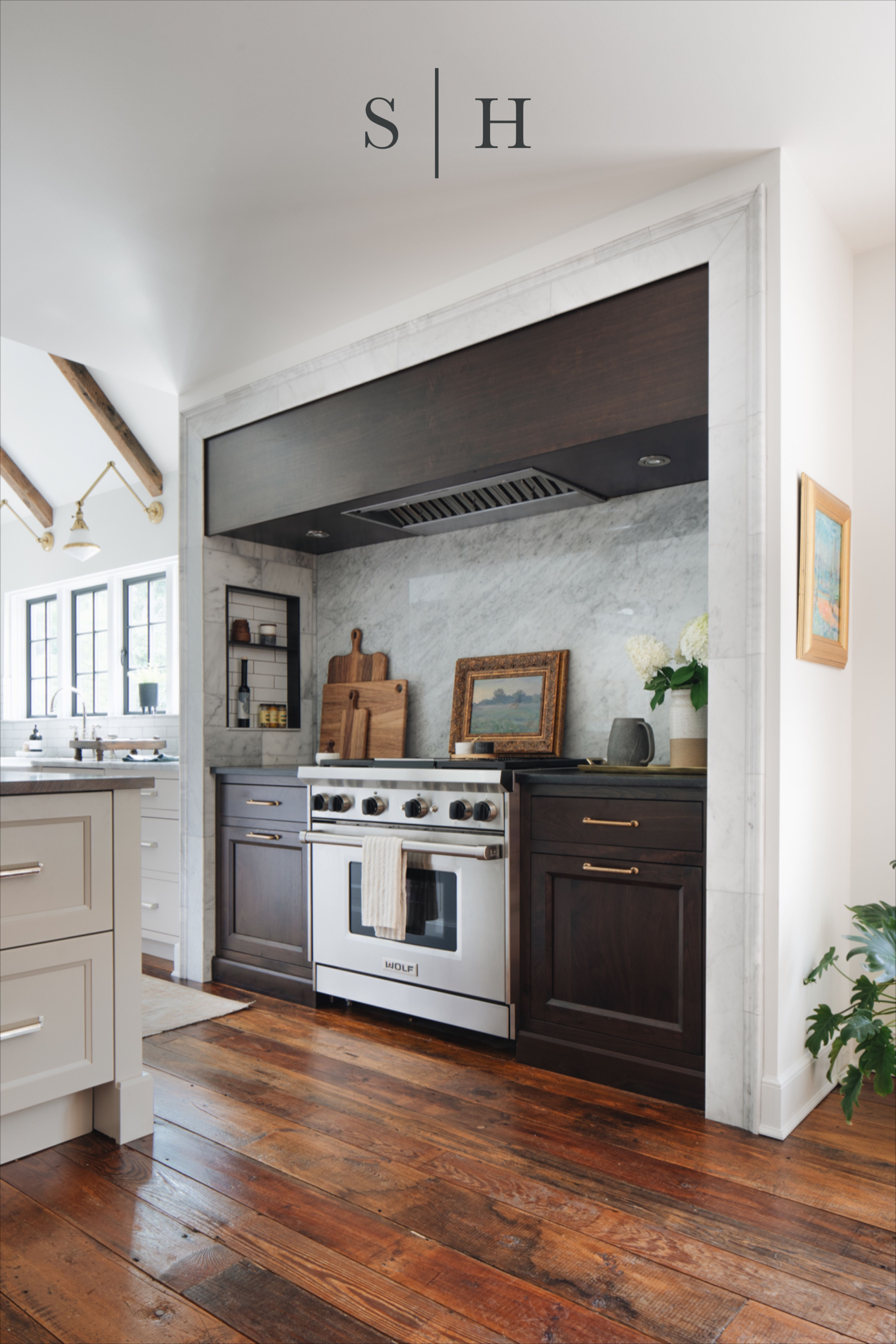 Kitchen Range Design Interior Design Range Kitchen Accessories Marble Wood Cabinets Stoffer Home Cabin In 2020 Home Kitchens Kitchen Inspirations Kitchen Remodel