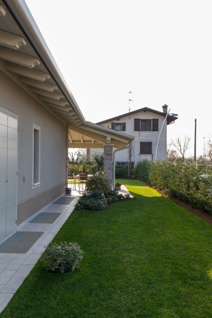 Ville colombera giardino in stile di 2p costruzioni srl for Esterni di ville