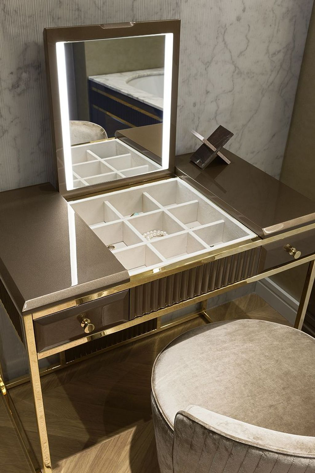 Nice 35 Beautiful Dressing Table Design For Your Room More At Https Homishome Com 2019 06 12 35 Be Dressing Table Design Home Room Design Bathroom Furniture