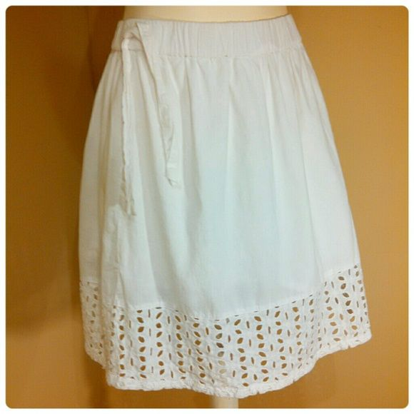 HOST PICKXS/S WHITE EYELET TRIM OLD NAVY SKIRT Xs/Sm white eyelet trimmed Old Navy skirt. Elastic waist with tie on side. Pre-loved/ gently used, excellent condition! No trades. Bundle for discounts. DISCOUNTED SHIPPING! FREE STATEMENT NECKLACE WITH $50 PURCHASE! Old Navy Skirts