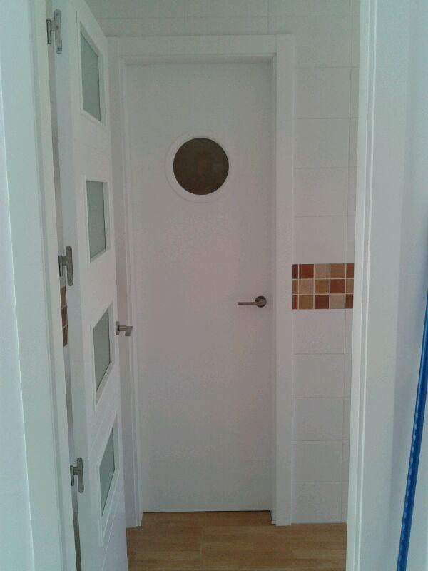 5050 con ojo de buey puertas lacadas en blanco - Puerta abatible cocina ...