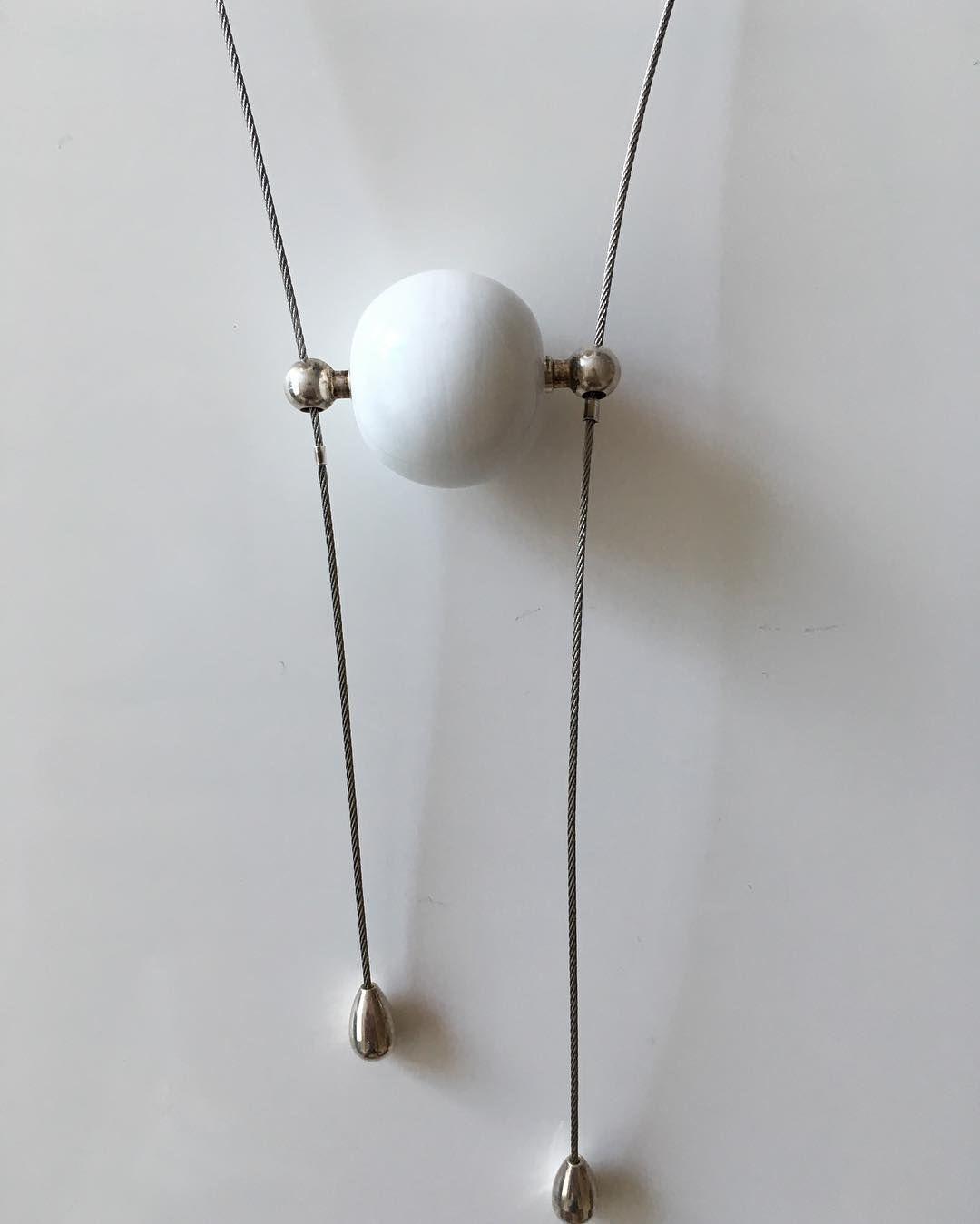 Soms moet je in eenvoud denken. #wit #handmade #beads #glass #jewelry #pk-kreatief