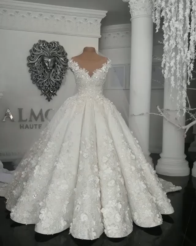 Gorgeous Sleeveless Crystal Ball Gown Wedding Dresses with Handmade Flowers