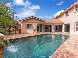 5430 N 36th Ct Hollywood Fl 33021 Mls H10692270 Zillow Miami Houses In Ground Pools Built In Grill