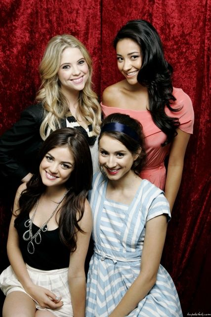 Ashley Benson, Lucy Hale, Troian Bellisario és Shay ...