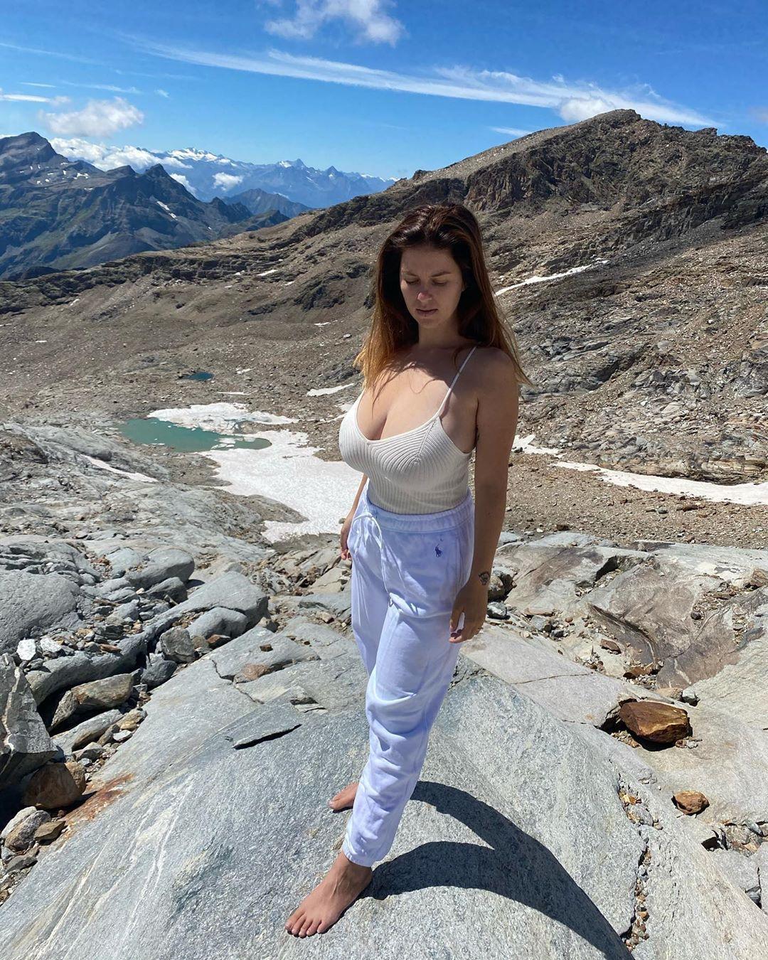 Mădălina Ioana Filip On Instagram About Yesterday Mady Mountains Love Nature Enjoylife Nomakeup Beautybeyondsize In 2020 Beautiful Models Hotties Women