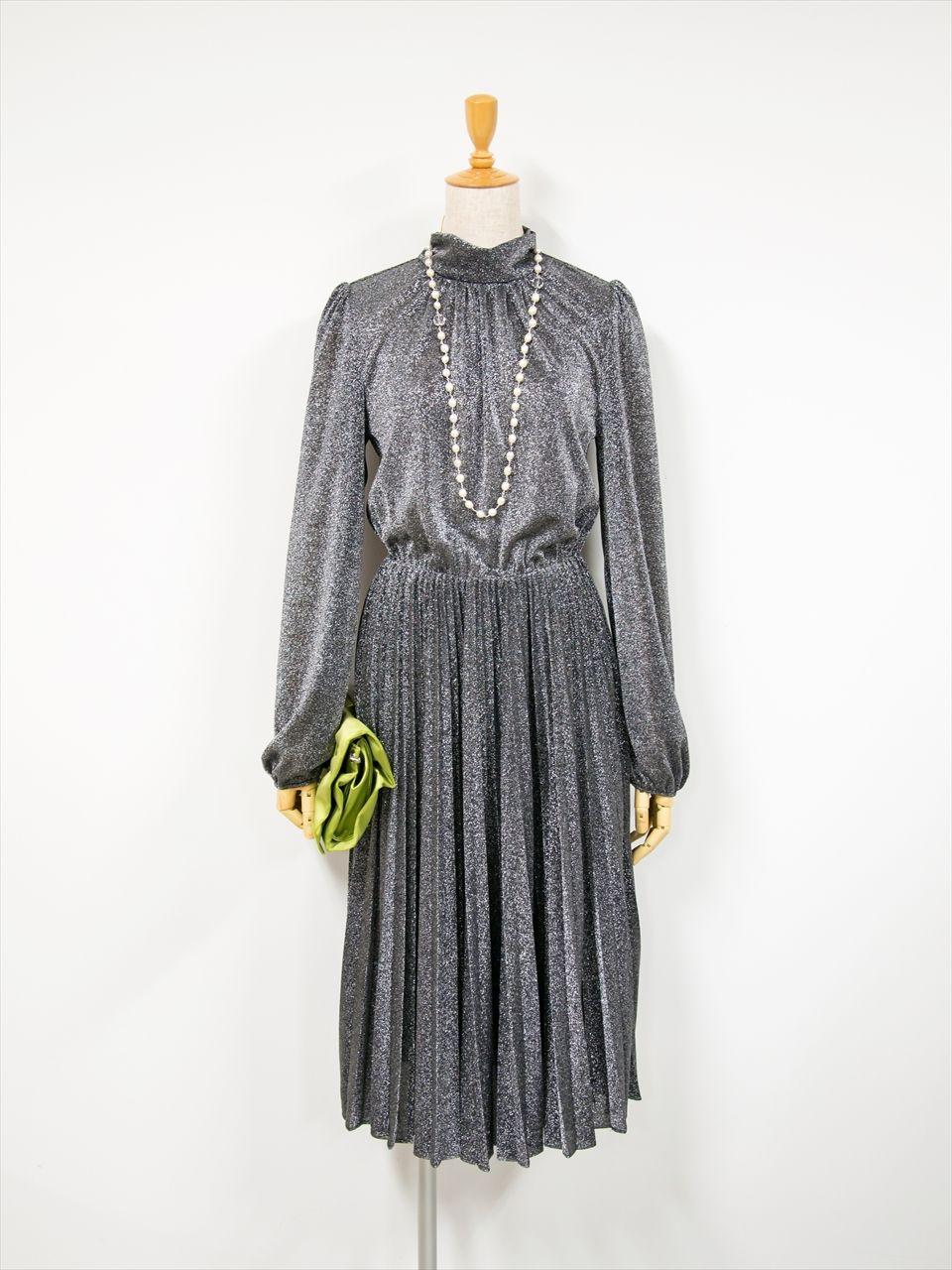 547071b89146c ドレス全体に入ったラメが華やかなドレスです。 ウエスト部分にはゴムが ...