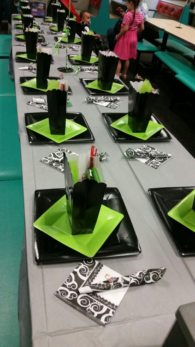 Xbox birthday party table scape xbox birthday party for Decoration xbox one