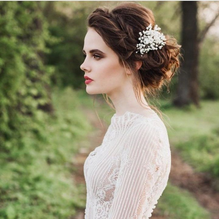 Perfect Bridal Hairstyles for a Beautiful Winter Wedding | fabmood.com #winter #wedding #bridalhairstyle #winterbride