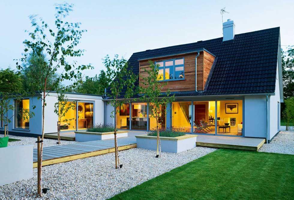 Ein Bungalow aus den 1970er Jahren wurde in ein modernes, offenes Haus mit …   – house