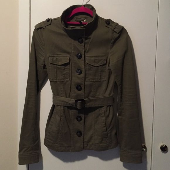 Short trench style jacket H&M mock neck jacket. Buttons on sleeve. Waist accentuating belt. So cute. H&M Jackets & Coats Utility Jackets