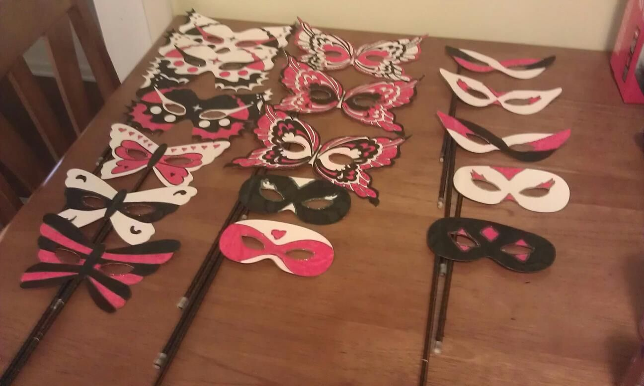 Plastic Masks To Decorate Diy Masquerade Masks Can Use Templates From Onlinei Used Card