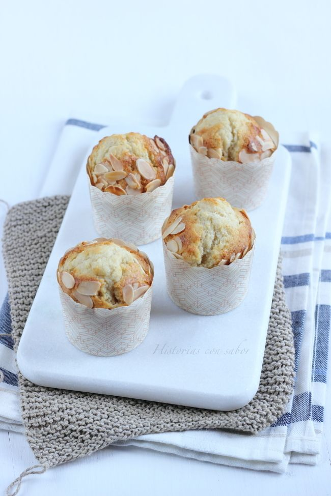 Muffins de tres leches y almendra.