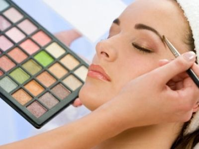 Tips on how to apply eye makeup.