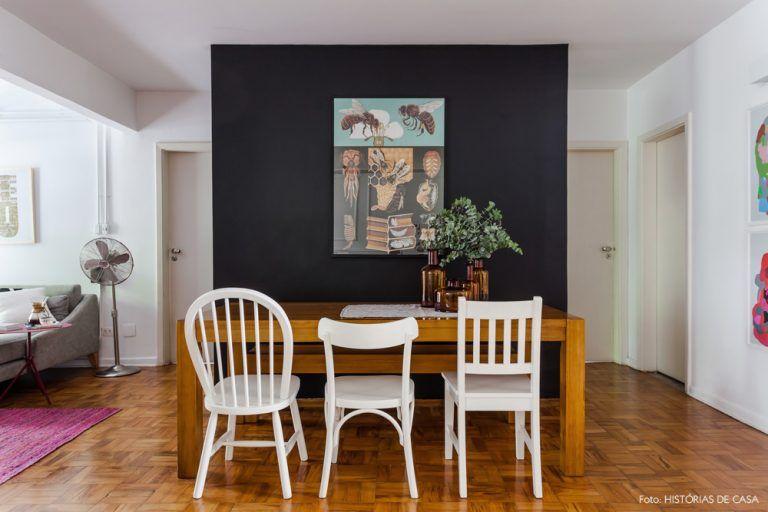 12-decoracao-sala-de-jantar-parede-preta-mesa-madeira