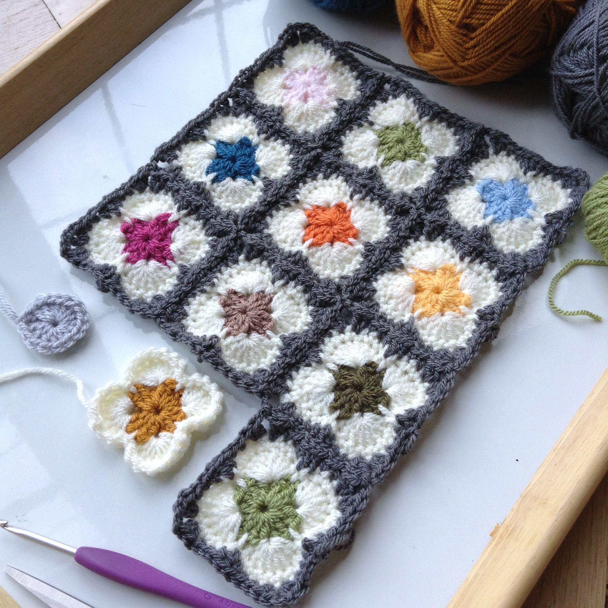 Little granny squares inspired by Orla Kiely. | artesanato ...