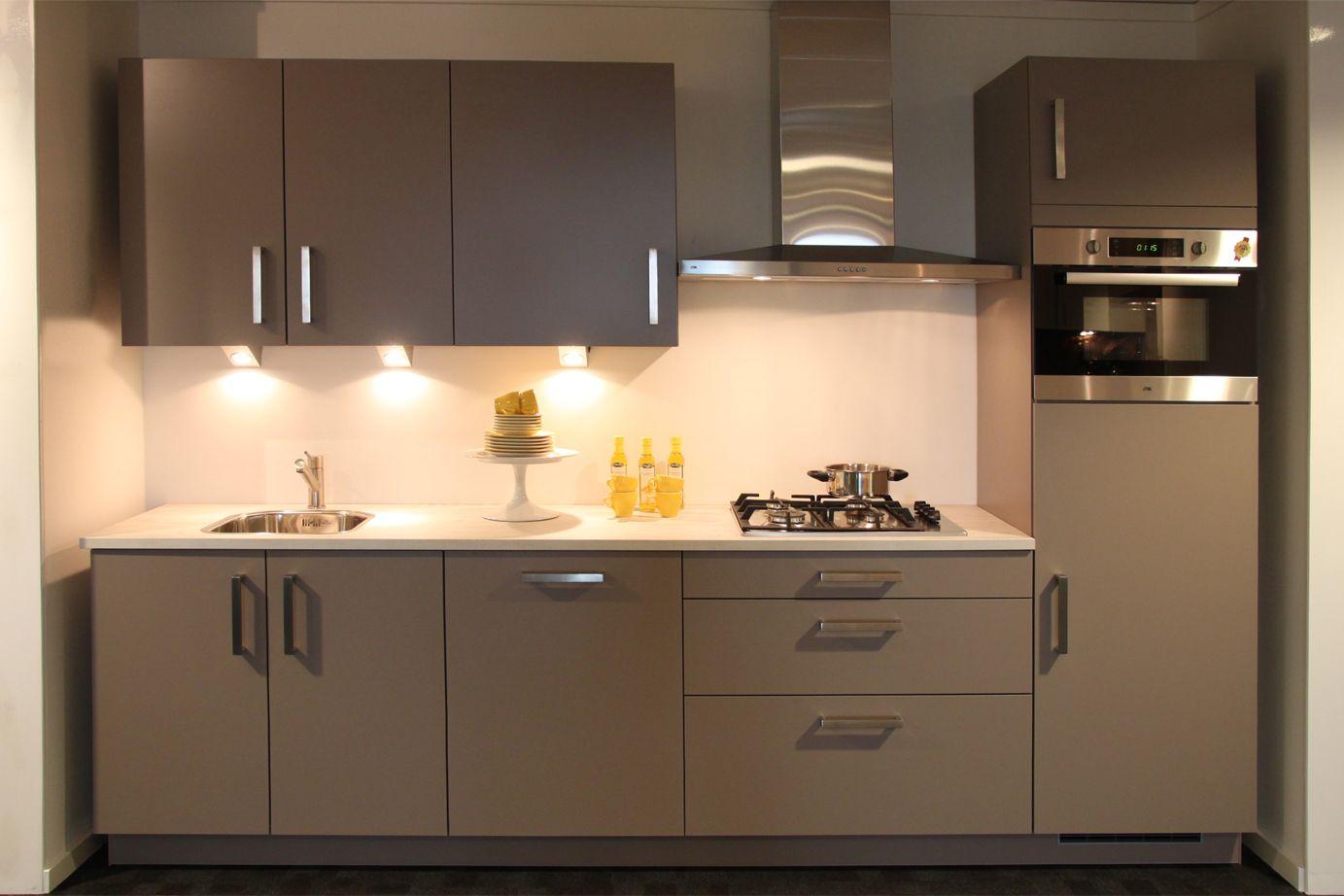 Keukens Rechte Opstelling : Rechte keuken Praktische opstelling DB Keukens