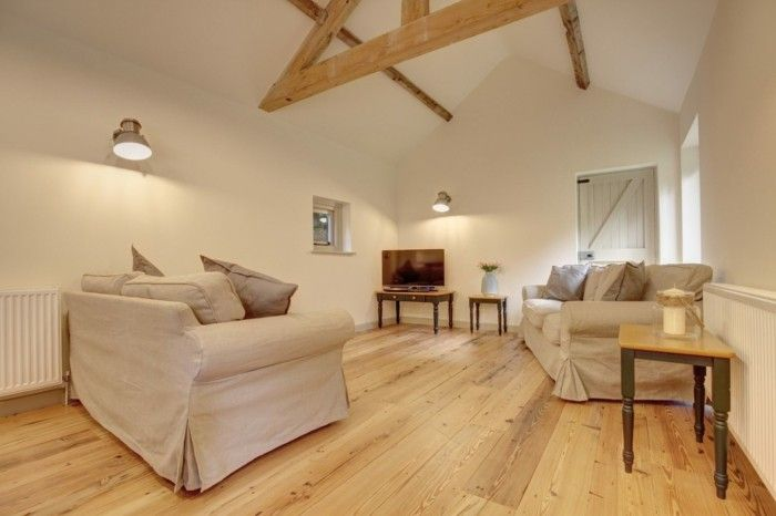 holzboden wohnzimmer einrichten landhausstil dachschräge - wohnzimmer einrichten landhausstil