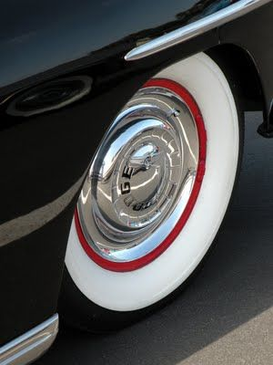 Whitewall tires & dog dish hubcaps=Oldschool!