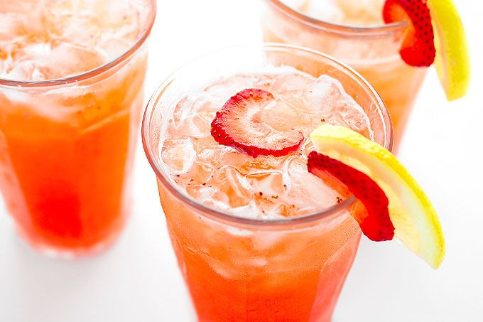 Strawberry Lemonade Recipe - She Wears Many Hats #strawberrylemonaderecipes
