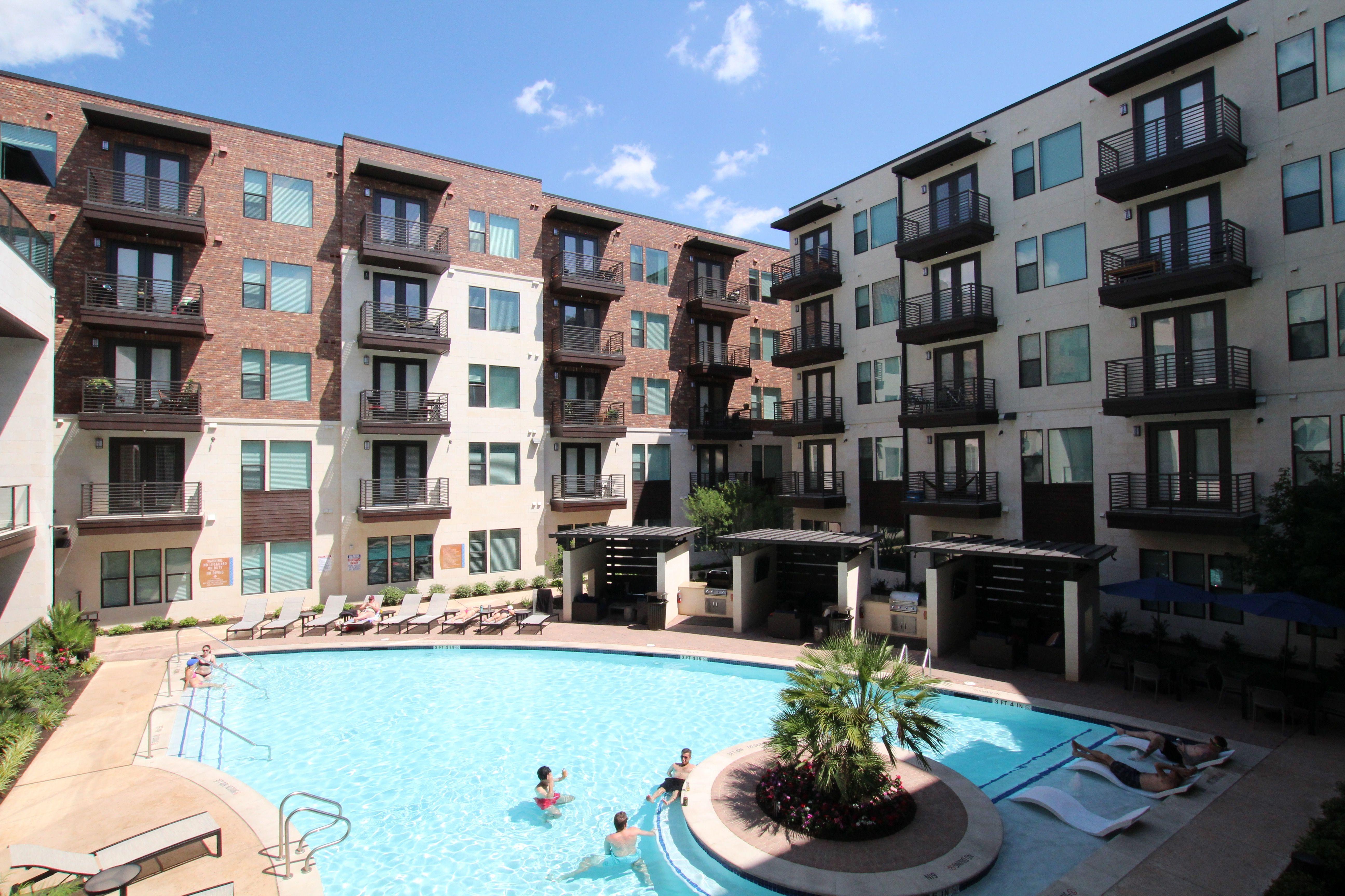 Austin Texas East Riverside living. Apartment locator
