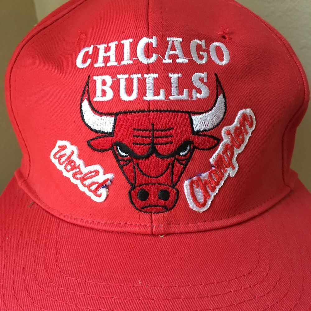 01ff2832095 Vintage Chicago Bulls Snapback 90s JORDAN World Champion RARE