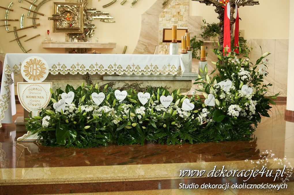 Komunia Dekoracja Kosciol Church Flower Arrangements Church Decor Altar Flowers
